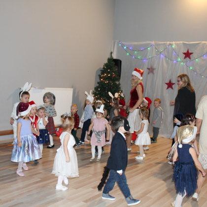 Ziemassvētki jaunākajā un vidējā vecuma grupās