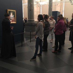 Prado 12 raksturi un vēdekļu darbnīca Rīgas biržā